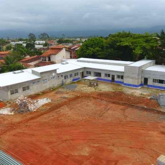Prefeitura continua com obras de construção da Unidade Básica de Saúde do Balneário Golfinhos