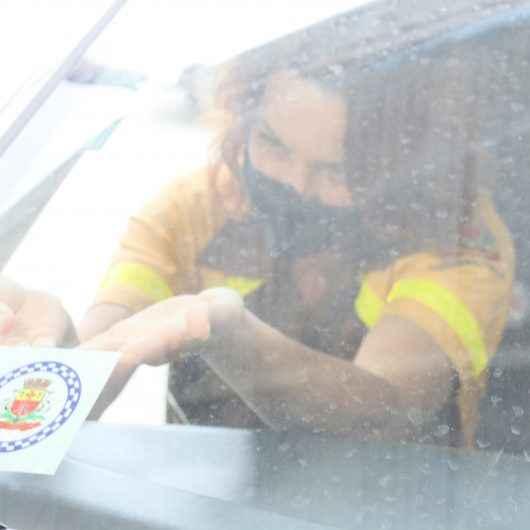Prefeitura de Caraguatatuba inicia cadastro por selo em veículos de transporte por aplicativo