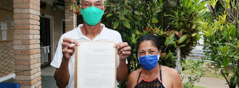 Prefeitura continua com entrega do título de regularização fundiária do Recanto Vanja