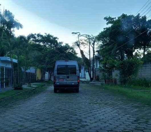 Prefeitura de Caraguatatuba fiscaliza veículos de turismo de um dia no feriado prolongado