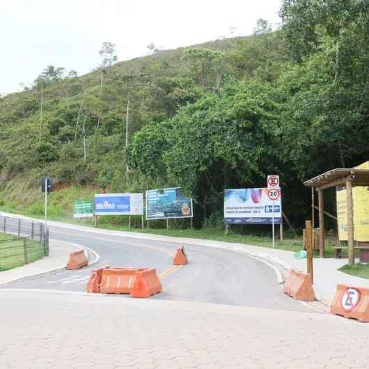Prefeitura de Caraguatatuba coloca controladores de acesso no Morro Santo Antonio e Complexo do Camaroeiro