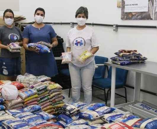 Fundo Social de Caraguatatuba repassa 2 toneladas de alimentos doados em evento esportivo