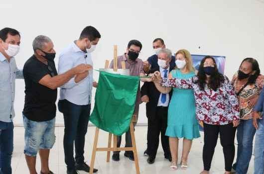 Prefeitura entrega obras de revitalização da Praça Diógenes e chaves dos quiosques aos artesãos