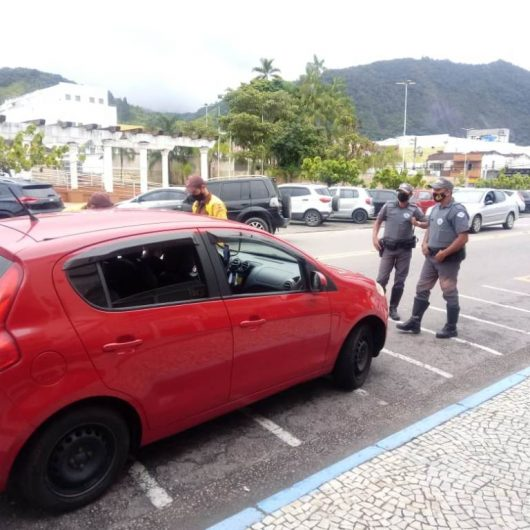 Prefeitura de Caraguatatuba fiscaliza mais de 100 veículos de aplicativo