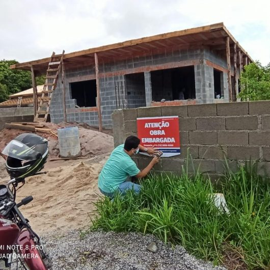 Prefeitura de Caraguatatuba embarga obras irregulares na Região Norte
