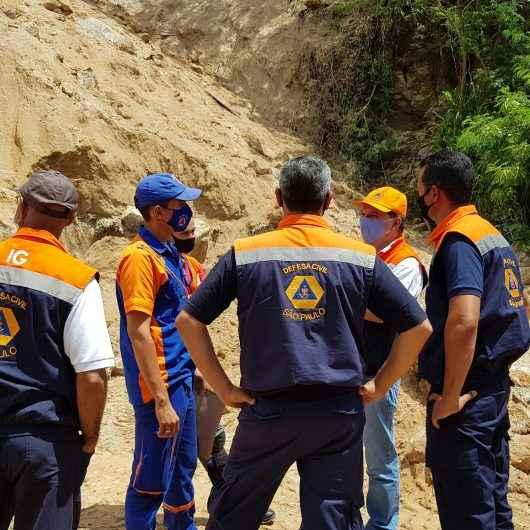 Instituto Geológico e Defesa Civil do Estado vistoriam área com deslizamento em Caraguatatuba