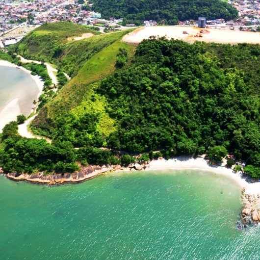 Prefeitura de Caraguatatuba reforça limpeza de praias e costeiras