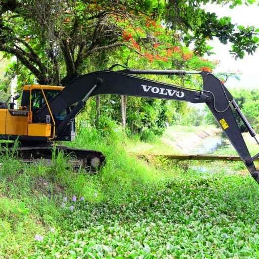 Prefeitura realiza mutirão de limpeza no bairro Pontal Santamarina