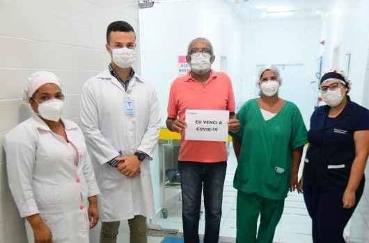 Paciente recebe alta da Casa de Saúde Stella Maris após 69 dias internado com Covid-19