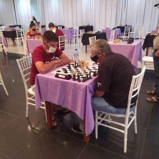 Na busca pelo título de mestre do xadrez, dupla de Caraguatatuba se destaca no 'Festival Floripa Chess Open 2021'