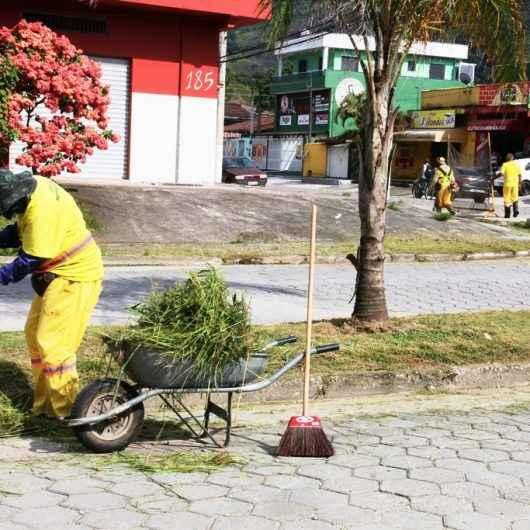 Bairro Gaivotas recebe mutirão de limpeza e bota-fora