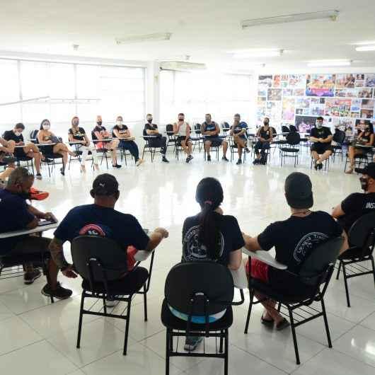 Prefeitura de Caraguatatuba discute decreto da fase vermelha com profissionais de Educação Física