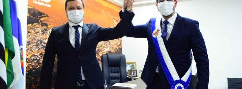 Prefeito e vice tomam posse em cerimônia solene on line na Câmara de Caraguatatuba