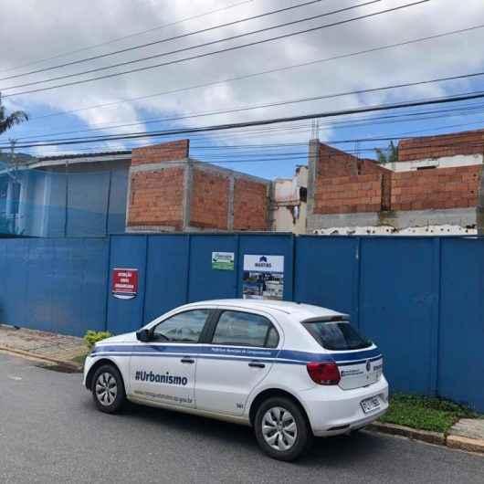 Mais obras são embargadas pela Prefeitura de Caraguatatuba; desta vez no condomínio Costa Verde Tabatinga