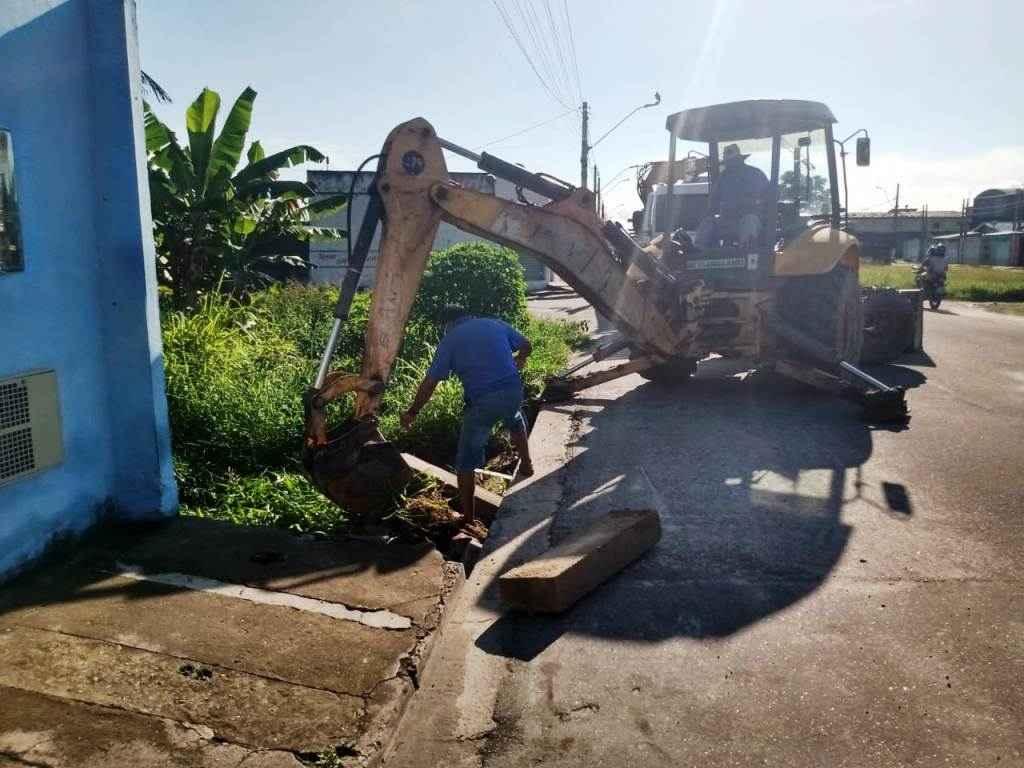 Bairro Travessão recebe manutenção de tubos de drenagem