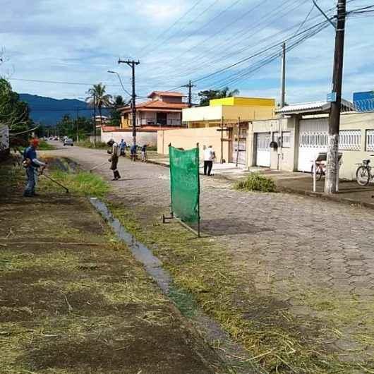 Prefeitura de Caraguatatuba está com limpeza de ruas no Pontal Santamarina