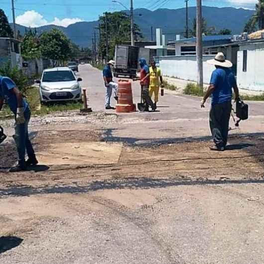 Operação Tapa Buracos chega ao bairro Morro do Algodão, região sul de Caraguatatuba