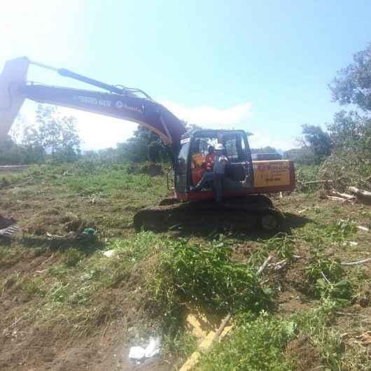 Prefeitura dá ordem de serviço para construção de campo de futebol no Perequê-Mirim