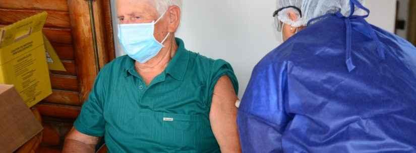 Covid-19: Caraguatatuba começa vacinação em domicílio para idosos entre 85 e 89 anos