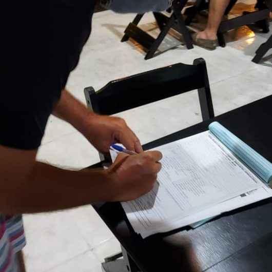 Fiscalização da Prefeitura de Caraguatatuba vistoria mais de 100 comércios e autua bar no Centro
