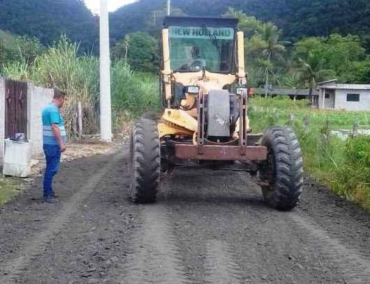 Prefeitura de Caraguatatuba realiza nivelamento de estradas rurais