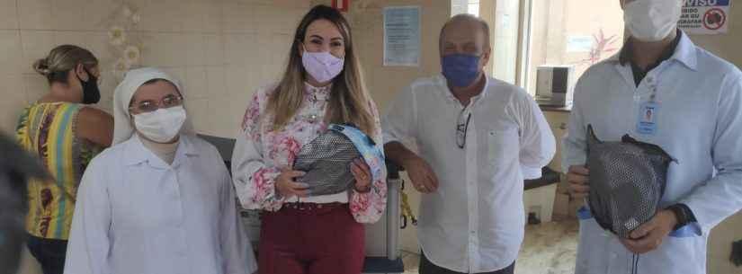Empresário atendido na Casa de Saúde Stella Maris doa máscaras para ventilação não invasiva