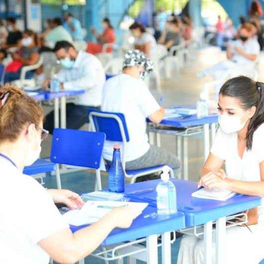 Caraguatatuba continua vacinação contra Covid-19 para profissionais de saúde conforme protocolo