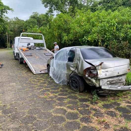 Prefeitura de Caraguatatuba retira 18 carros abandonados em vias públicas em fevereiro