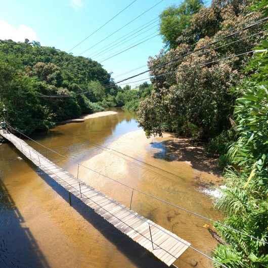 Prefeitura de Caraguatatuba fiscaliza possível descarte irregular no Rio Mococa