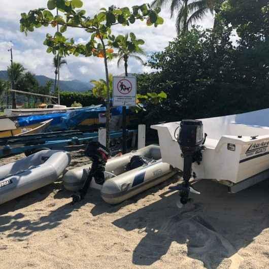Prefeitura de Caraguatatuba apreende e multa embarcações e carretinhas deixadas na praia da Tabatinga