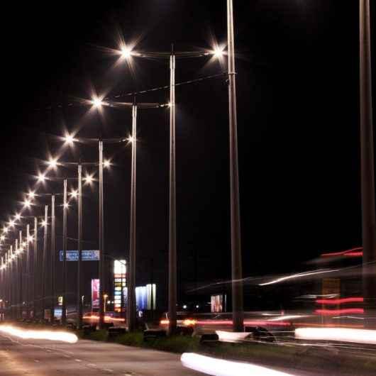 Prefeitura e Caraguá Luz reavaliam parceria para implantar 4,7 mil luminárias LED nos próximos 18 meses