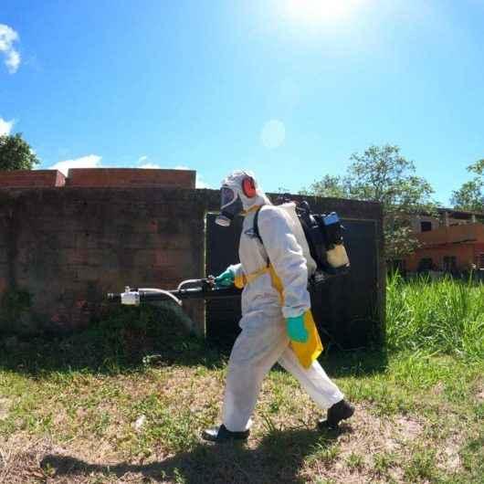 Agentes do CCZ realizam nebulização contra dengue no Pontal Santamarina e bloqueio mecânico no Tinga