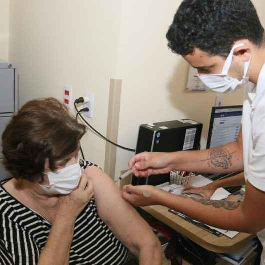 Número de vacinados contra Covid-19 supera o de contaminados em Caraguatatuba