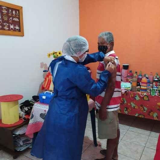 Prefeitura de Caraguatatuba continua com vacinação em domicílio para idosos de 71 anos