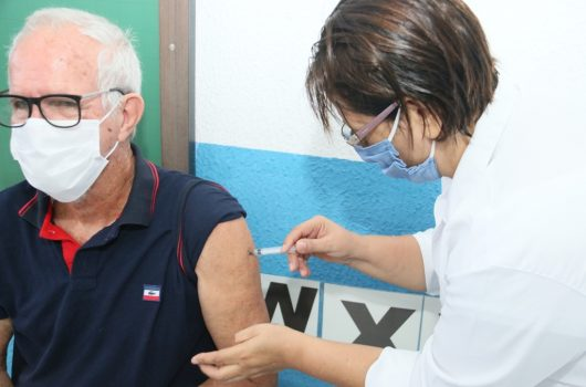Prefeitura de Caraguatatuba retoma vacinação para idosos de 77 a 84 anos a partir de segunda-feira (8) em 10 UBSs