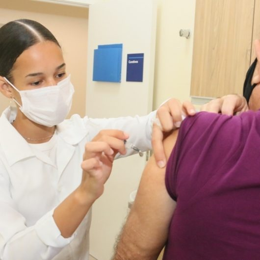 Prefeitura de Caraguatatuba continua com aplicação da segunda dose da vacina contra Covid-19 em idosos