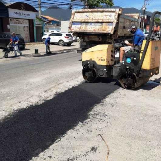 Bairro Perequê-Mirim continua com Operação 'Tapa Buracos'