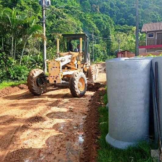 Prefeitura de Caraguatatuba instala nova tubulação de drenagem no Recanto Verde Mar