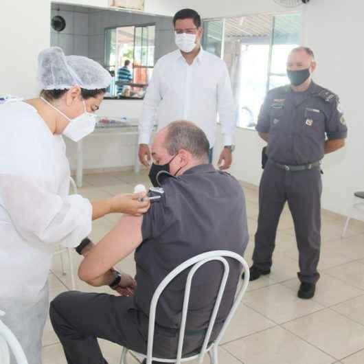 Caraguatatuba recebe servidores das forças de segurança para vacinação contra Covid-19