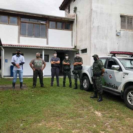 Força-tarefa da Prefeitura de Caraguatatuba e Polícia Ambiental monitora construções irregulares em área de risco no Benfica