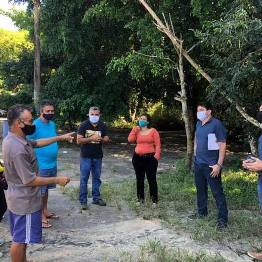 Prefeitura de Caraguatatuba discute com ambulantes processo de urbanização da praia da Mococa