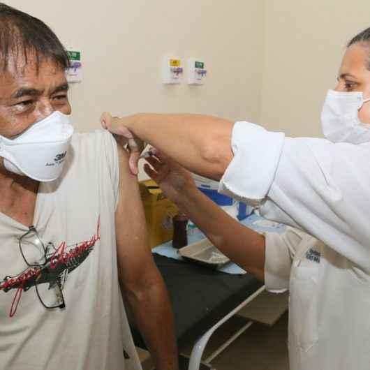 Prefeitura de Caraguatatuba continua imunizando idosos contra Covid; agendamento deve ser feito pela Central '156'