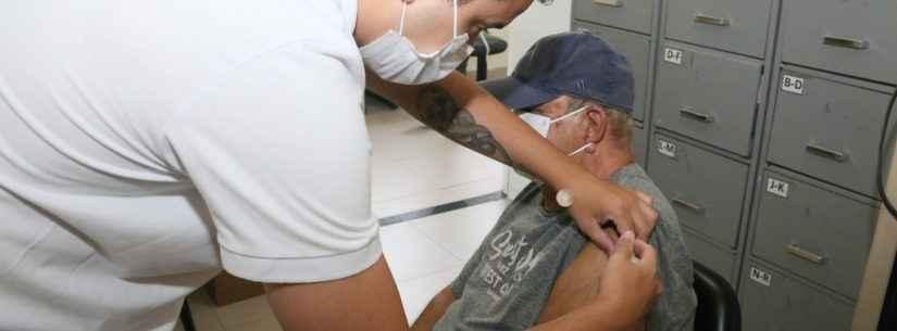 Dez dias após abertura da campanha a toda população, Caraguatatuba vacina mais de 4 mil contra gripe