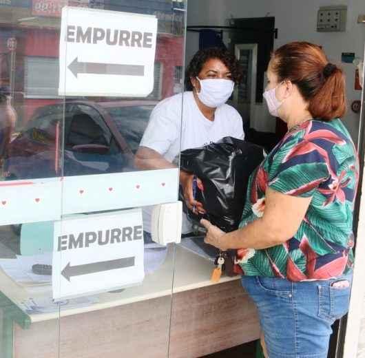 Fundo Social de Caraguatatuba recebe doação de kits de alimentos e repassa aos profissionais afetados pela pandemia