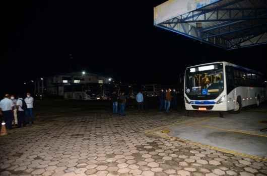 Prefeitura de Caraguatatuba barra circulação de 11 ônibus da Praiamar em vistoria; confira balanço completo das ações na intervenção