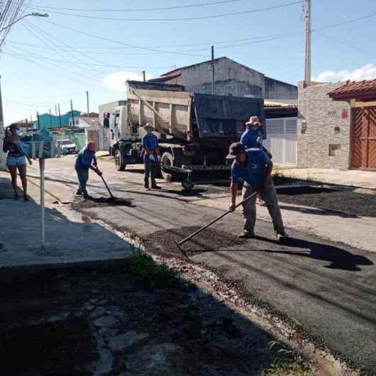 Prefeitura de Caraguatatuba realiza operação 'Tapa Buracos' na região sul da cidade