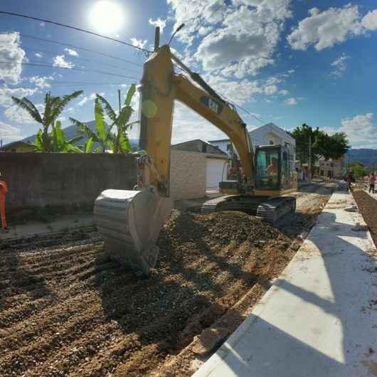Avenida Brasília: Obras de drenagem e pavimentação avançam