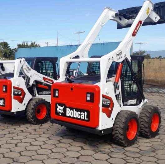 Prefeitura de Caraguatatuba adquire novos maquinários para serviços de limpeza urbana e terraplenagem