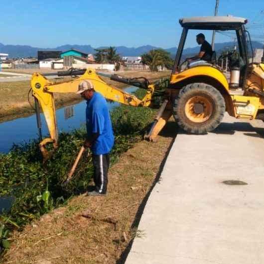 Prefeitura de Caraguatatuba realiza serviços de limpeza e roçada por toda cidade