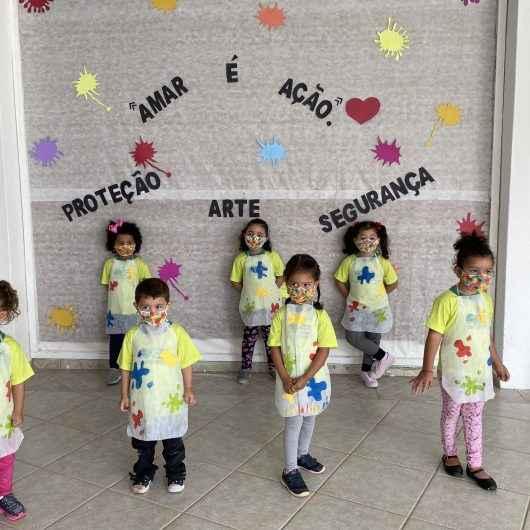 Através da produção de máscaras, entidade de Caraguatatuba desenvolve projeto pedagógico e de geração de renda